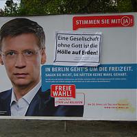 »Eine Gesellschaft ohne Gott«: Ergänztes »Pro Reli«-Plakat mit Günther Jauch im April 2009