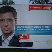 »In Berlin geht's um die Freizeit«: Ergänztes »Pro Reli«-Plakat mit Günther Jauch im April 2009